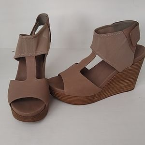 Eileen Fisher beige wedge sandal - size 9